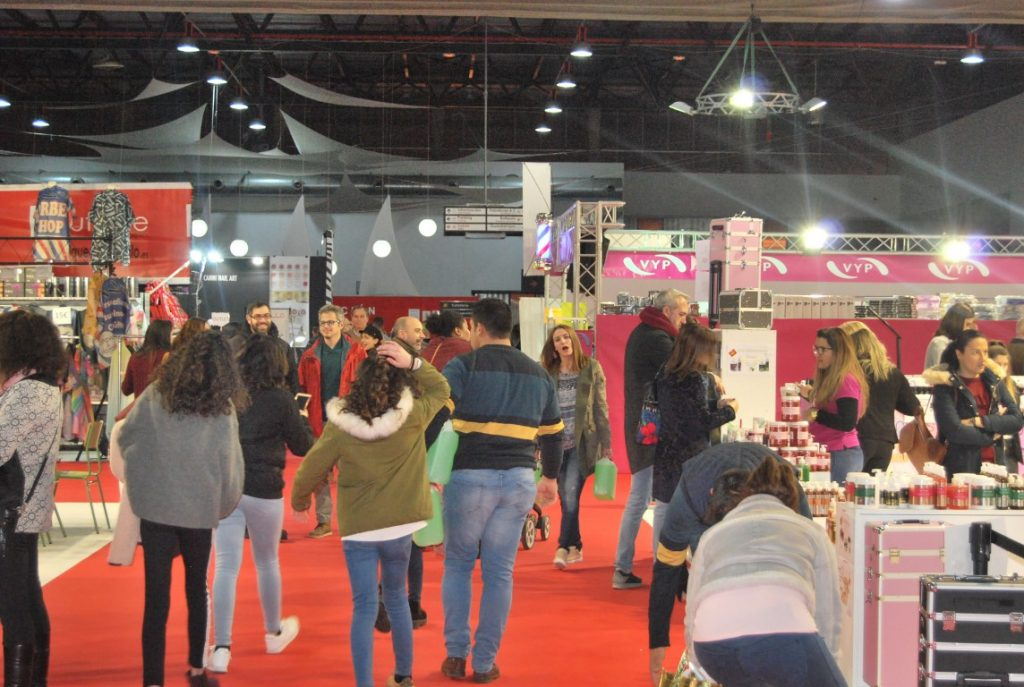 Jóvenes en la Feria de la Belleza, Moda y Cosmética